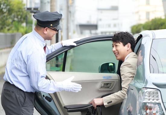 福岡市 さくらタクシー 乗務員とお客様